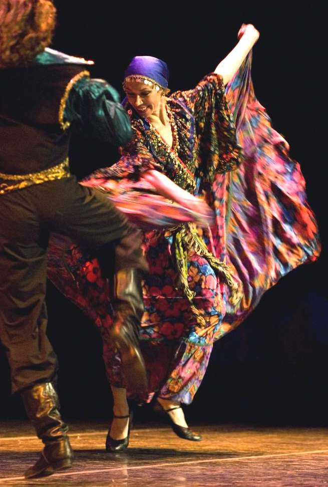 romanies gypsies and romany gypsy traditions dancing