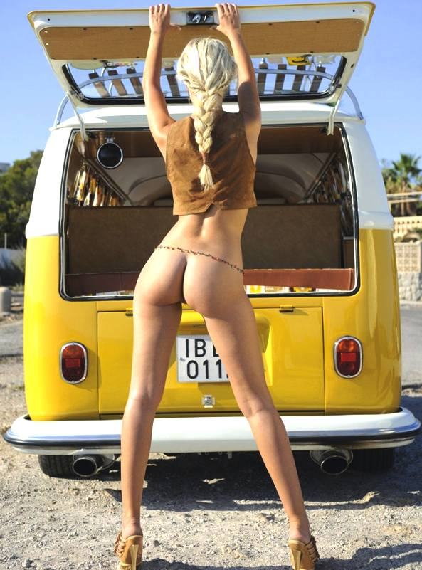 VW_Volkswagen_bus_surfing_station_wagon_kombi_bus_sexy_naked_blonde_beach_model_rear_bumper.jpg